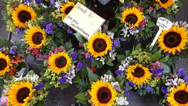 Sonnenblumensträuße bringen Farben auf den markt