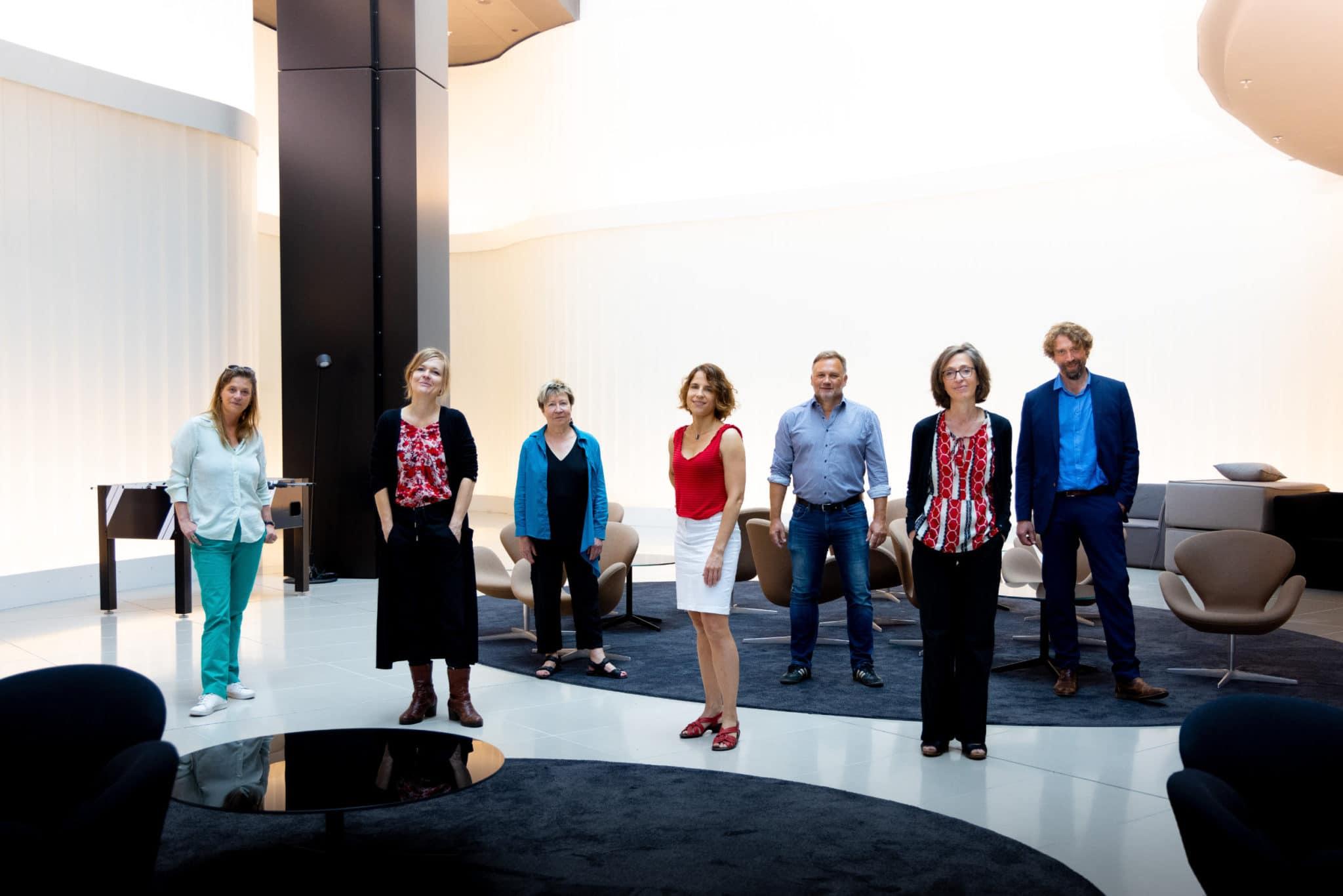 Die Jury des Deutschen Buchpreises 2021 V.l.n.r.: Sandra Kegel, Anja Johannsen, Beate Scherzer, Anne-Catherine Simon, Richard Kämmerlings, Bettina Fischer, Knut Cordsen © vntr.media